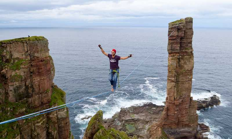Po linie na Old Man of Hoy